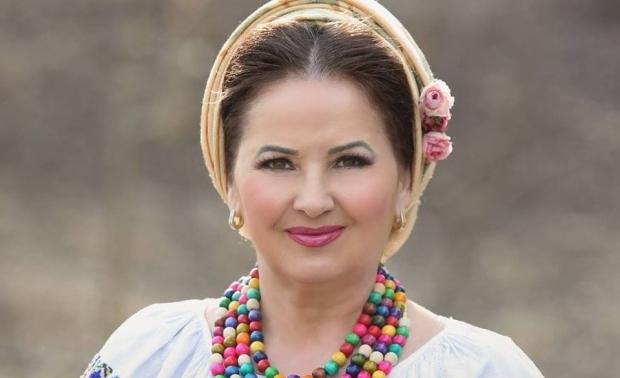 Solista de muzică populară s-a măritat cu nașul de cununie. Sursa foto: romaniatv.net